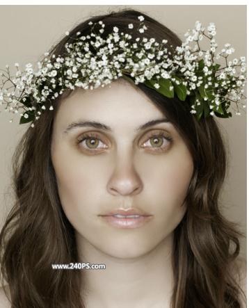 photoshop快速给欧美女人照片去斑点和磨皮 素材图片中